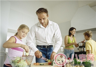 亲子互动  享受和孩子一起做饭